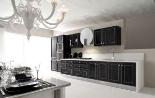 μαύρη σκλιστή κουζίνα με πόμολα πολυτελείας
