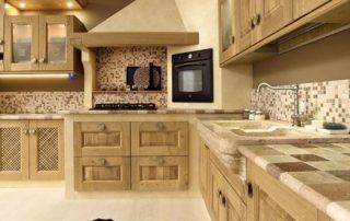 κλασική κουζίνα ξύλινη σε αποχρώσεις πραγματικού ξύλου