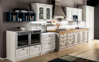 ξύλινος πάγκος σε συνδιασμό κλασικής κουζίνας