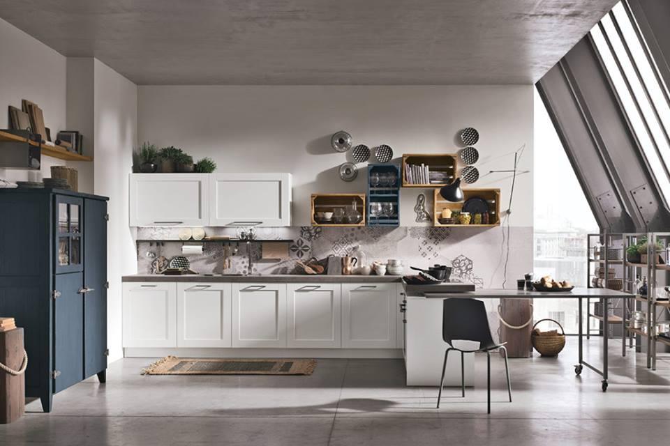 Ασπρη κουζίνα ξύλινη